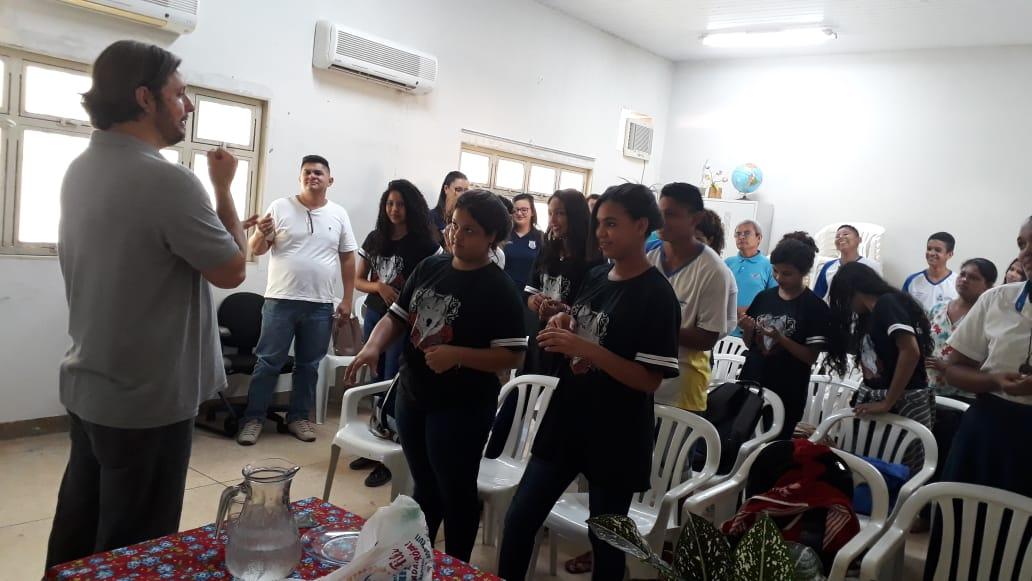 Palestra alusiva ao Dia Internacional do Jovem Trabalhador leva conhecimento aos jovens assistidos pelo Cras Aureny III