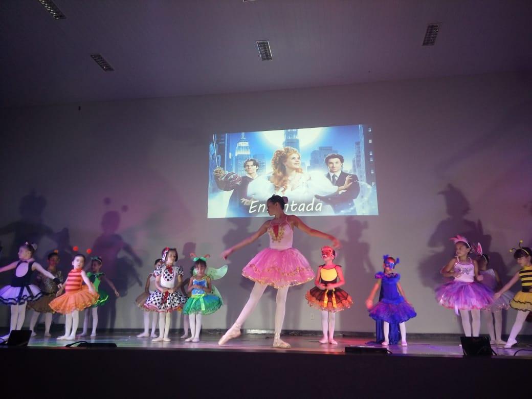 Alunos da Escola Raio de Sol realizam espetáculo de dança inspirado em filmes clássicos