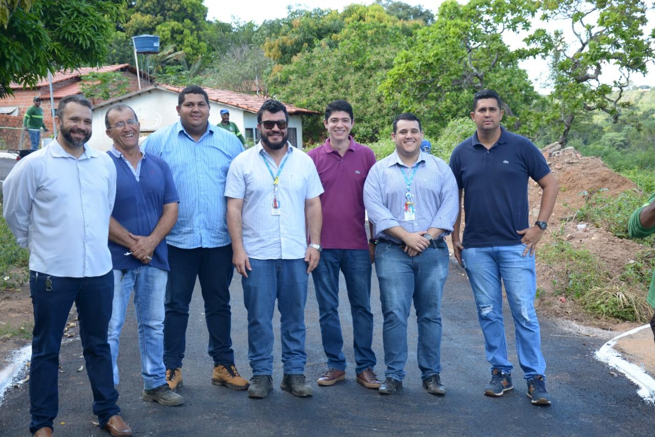Celso Morais e Ubiratan Carvalho visitam obra realizada pela BRK na Área Verde