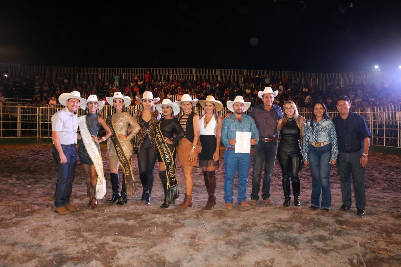Grande público prestigia abertura do rodeio e show de Naiara Azevedo na Expoagro de Barrolândia