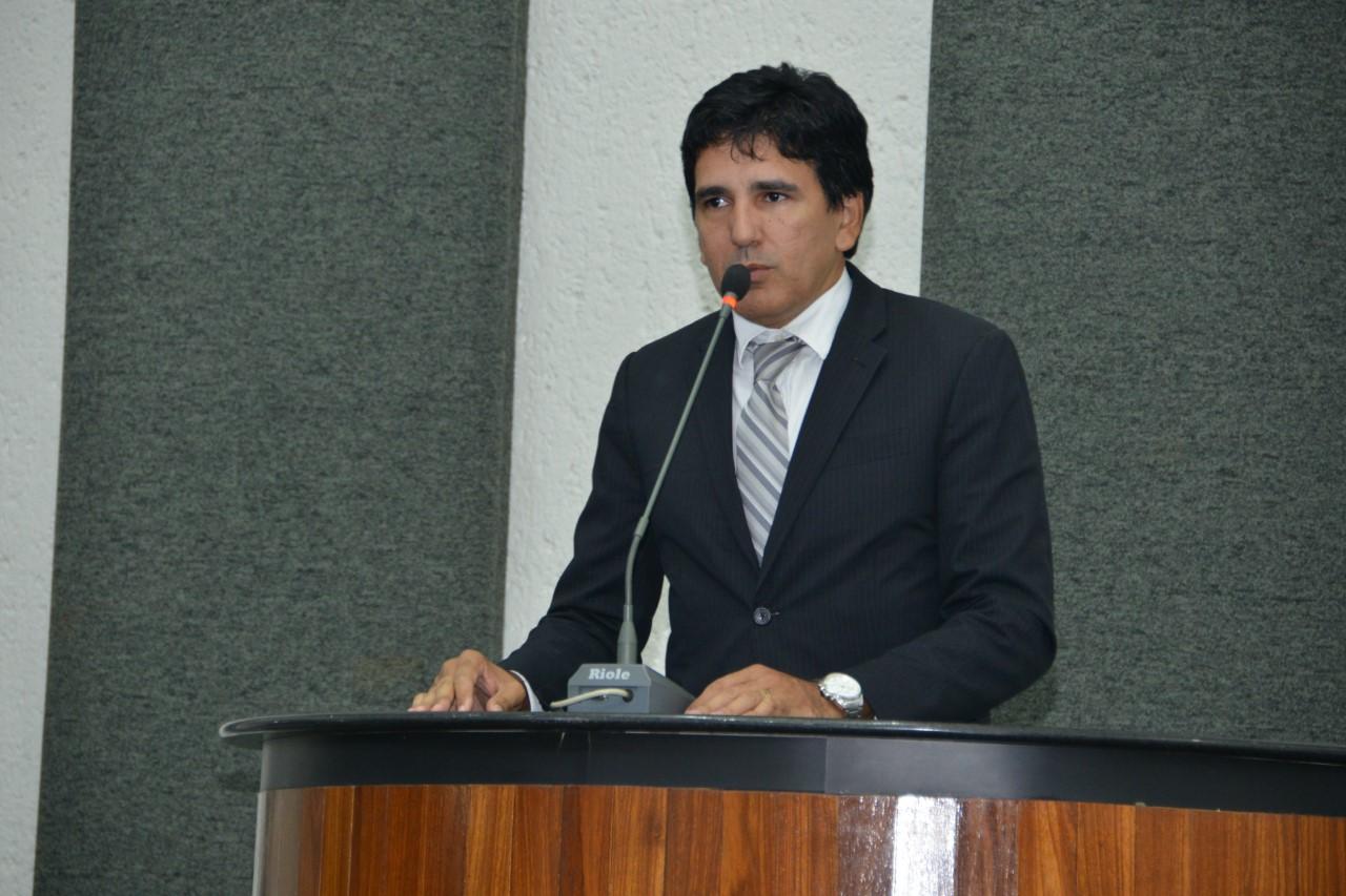 Projeto de Lei proposto por Prof. Júnior Geo busca incentivo ao primeiro emprego