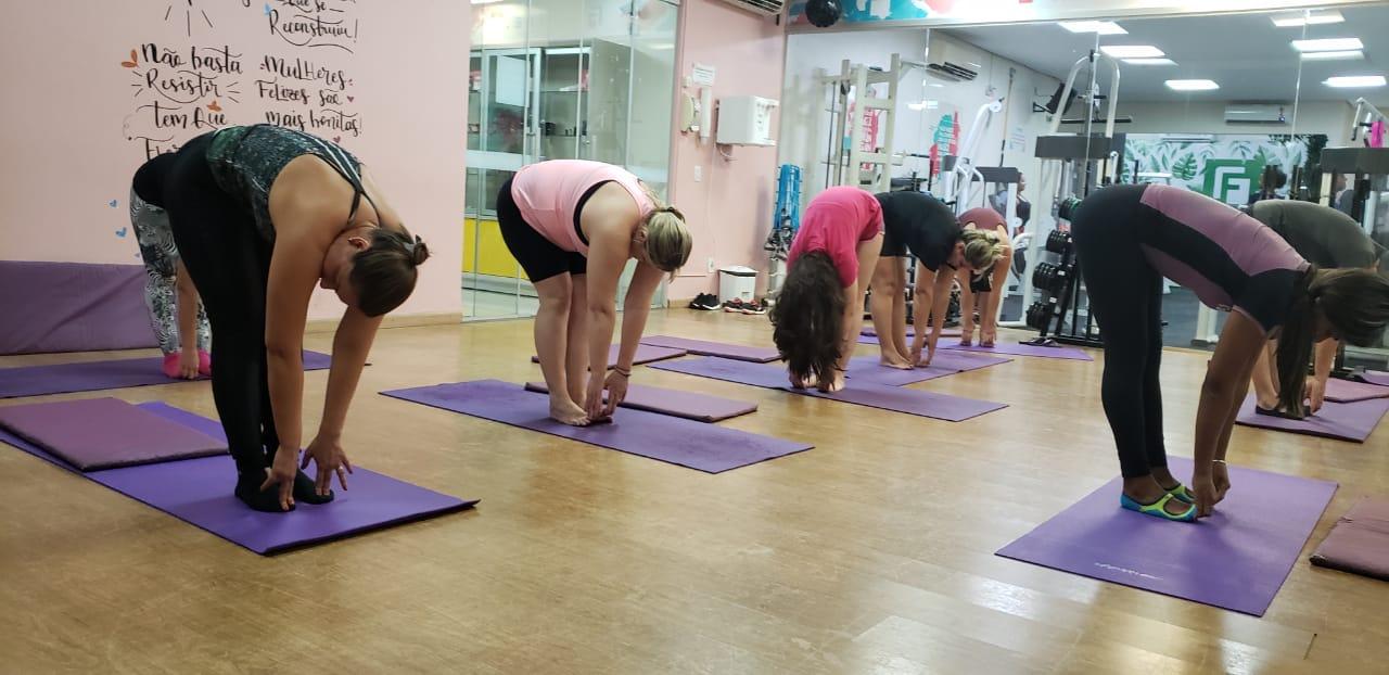 Atividade física é aliada no combate aos sintomas da TPM; 80% das mulheres sofrem com o desconforto do período