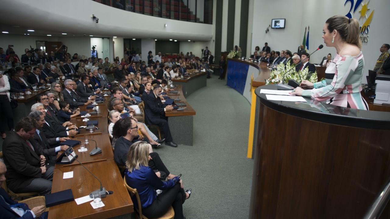 Na Assembleia, prefeita Cinthia Ribeiro ressalta avanços, obras e pede união por regularização e recursos a Palmas
