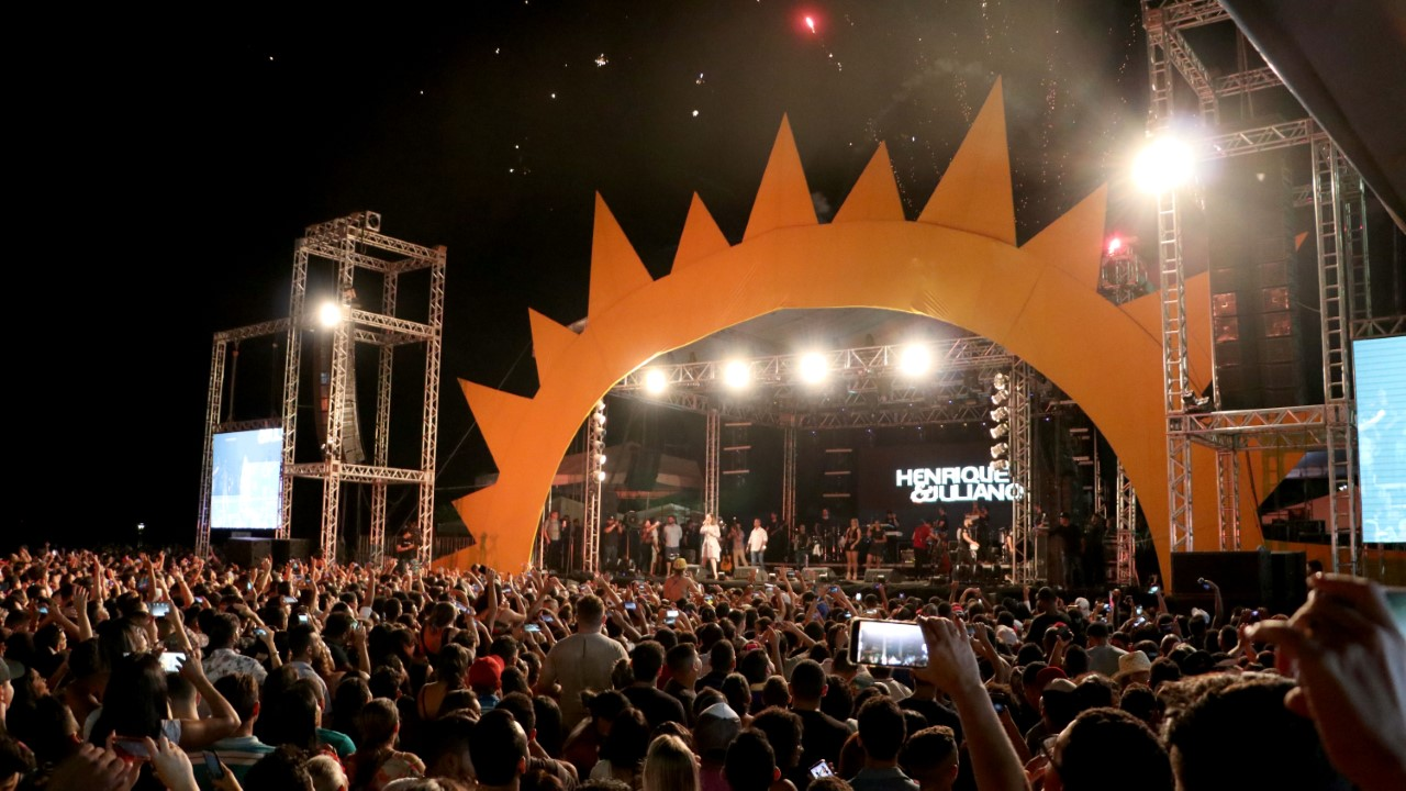 Público recorde lota Praia da Graciosa na Festa de Aniversário de 30 Anos de Palmas