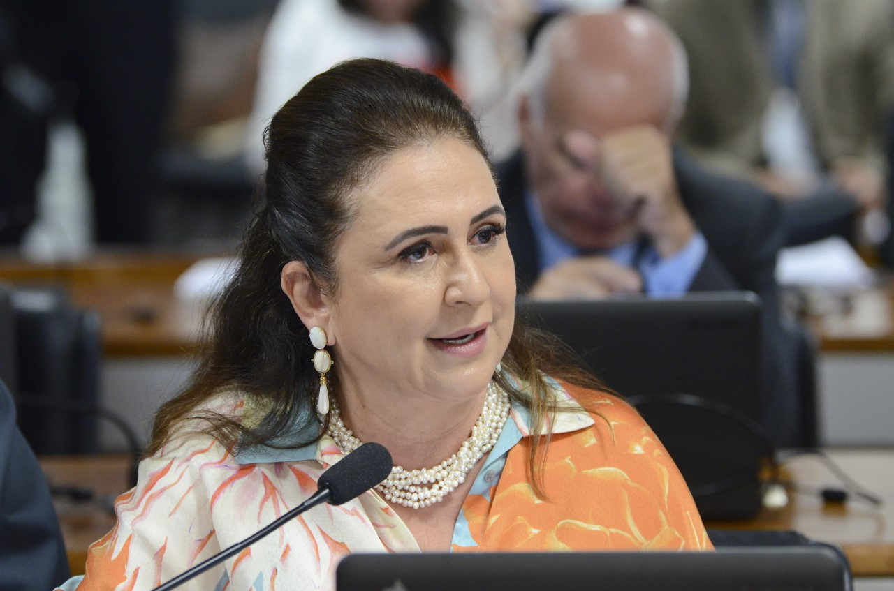 Kátia Abreu media debate sobre liderança política promovido pela Fundação Lemann
