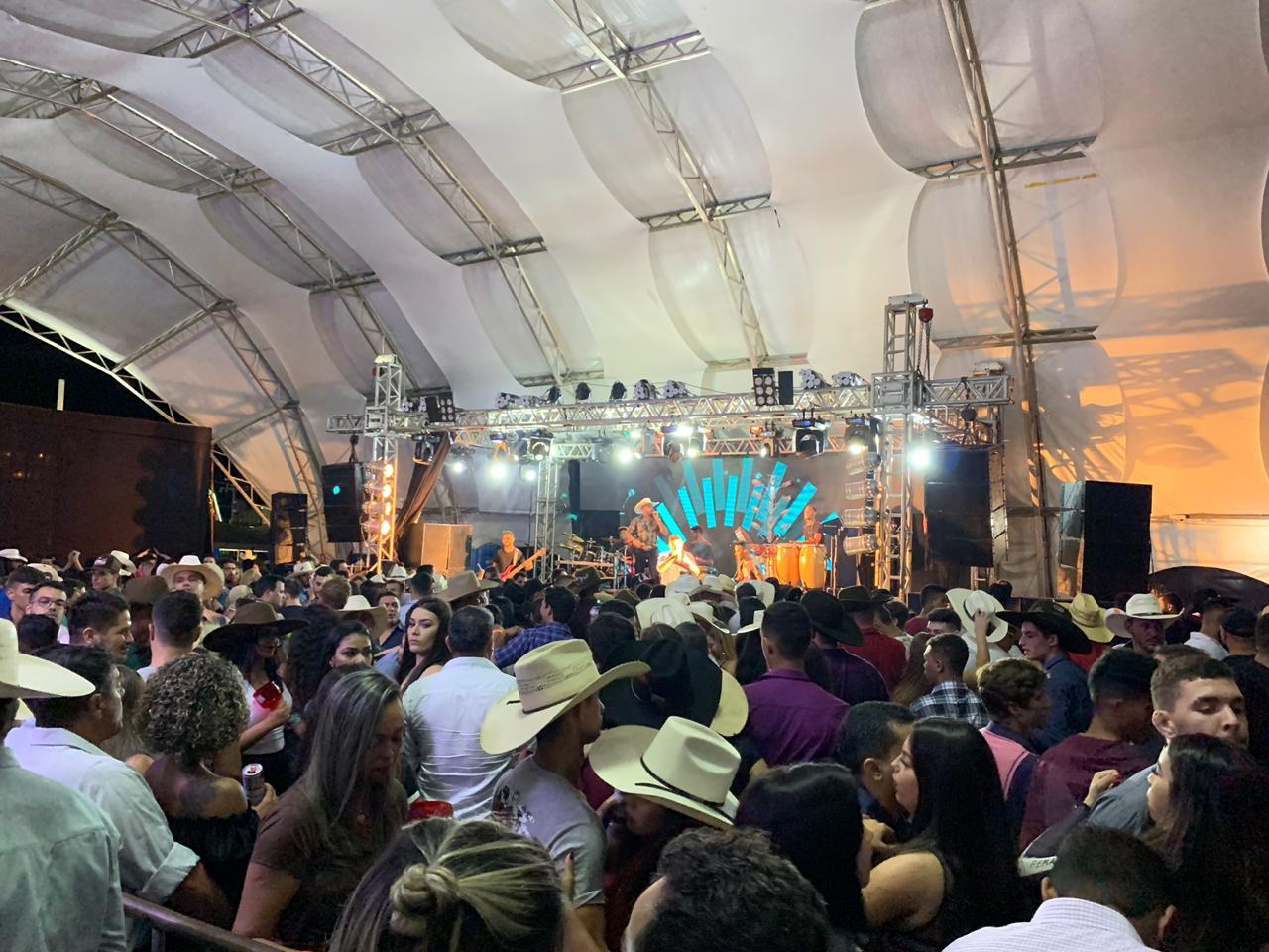 Com show exclusivo de Bruno & Barretto, camarote Sumiu Uai! é sucesso na ExpoBrasil 2019; Confira a programação para esta sexta, 14