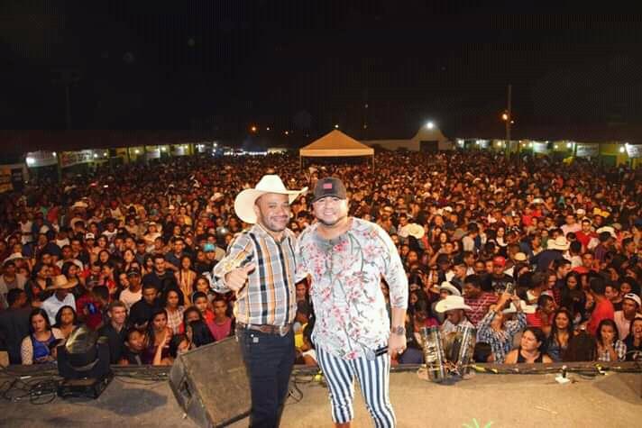 Grande público prestigia show da banda Barões da Pisadinha em Cristalândia