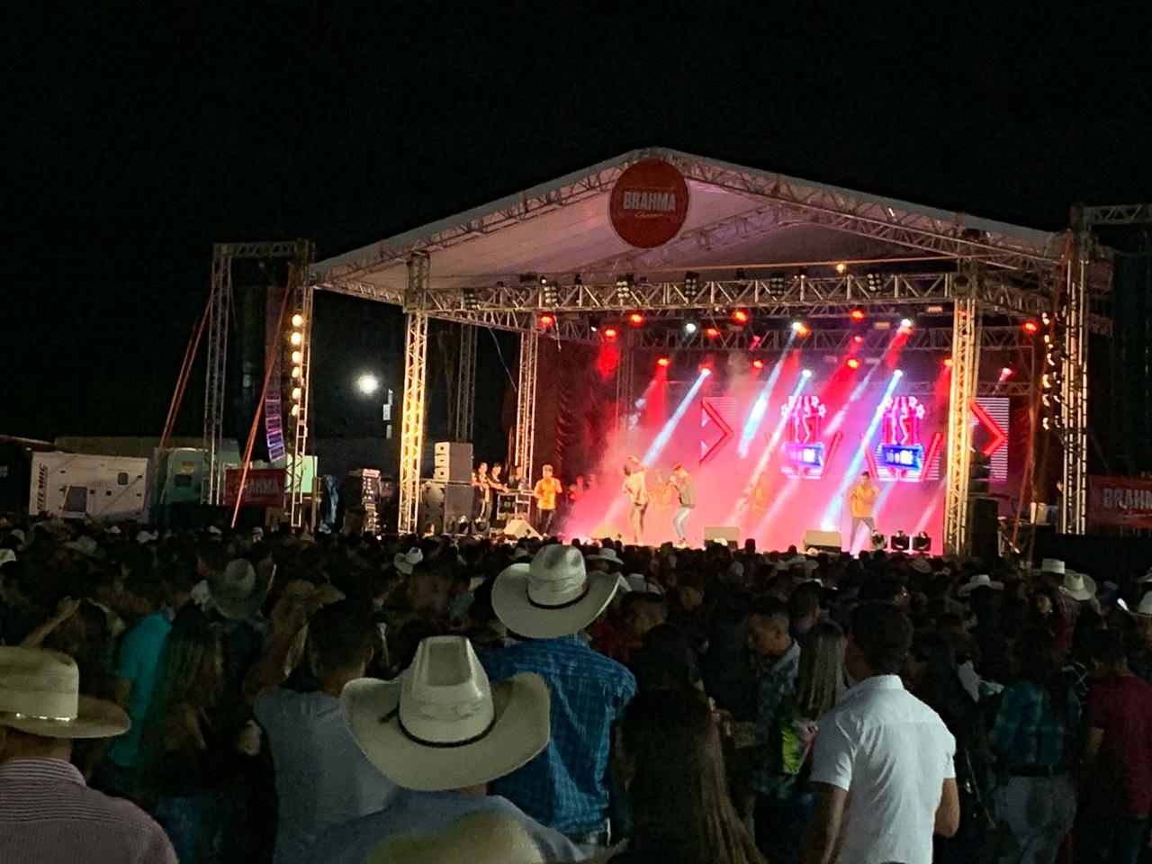 Show de Forró Boys anima público da ExpoBrasil na noite desta quinta-feira, 13