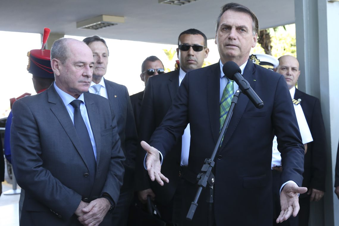 Bolsonaro vai enviar projeto para dar garantia jurídica a policiais