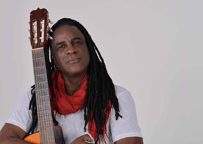 "Marcos Munrimbau apresenta o show ""Alma da Pele"""