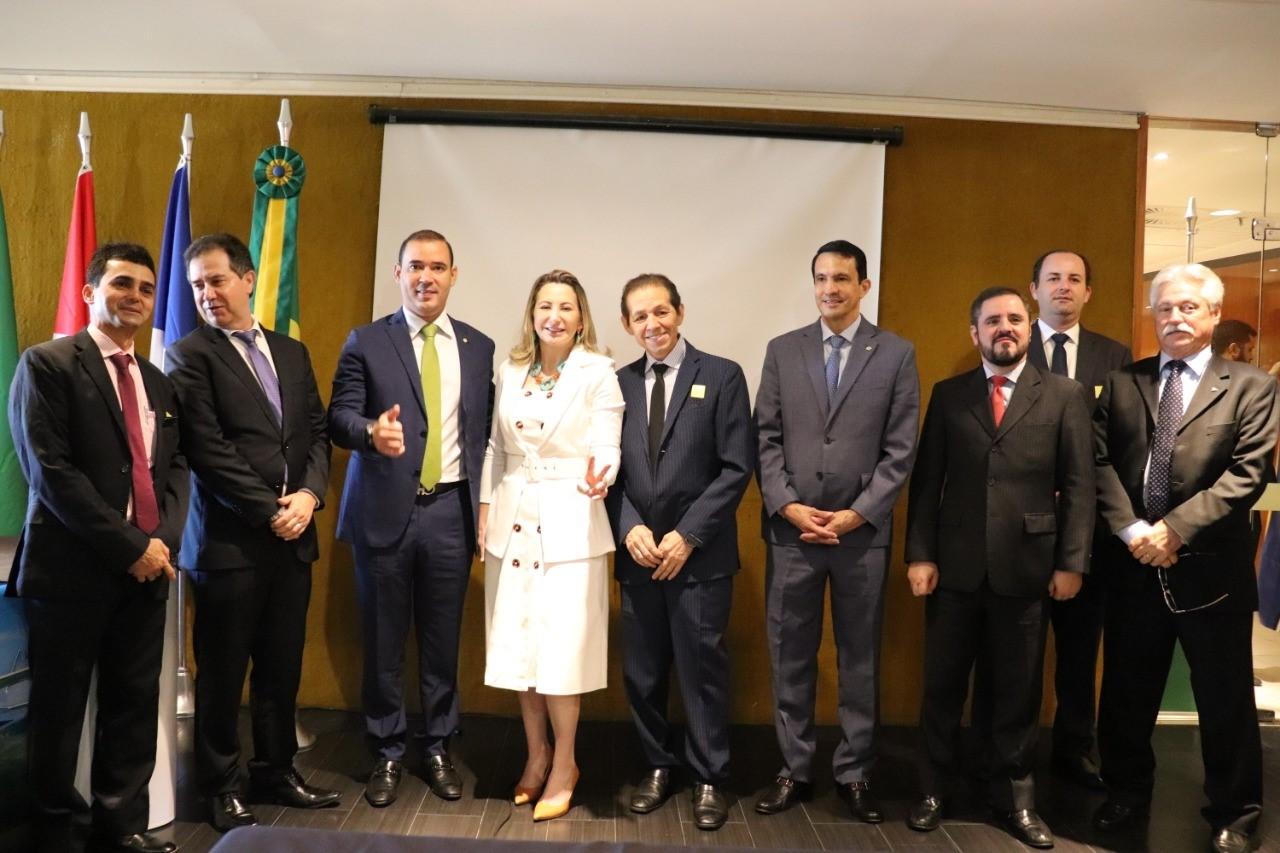 Em lançamento de Frente Parlamentar deputado Vicentinho Júnior destaca necessidade de desburocratizar o País para gerar desenvolvimento