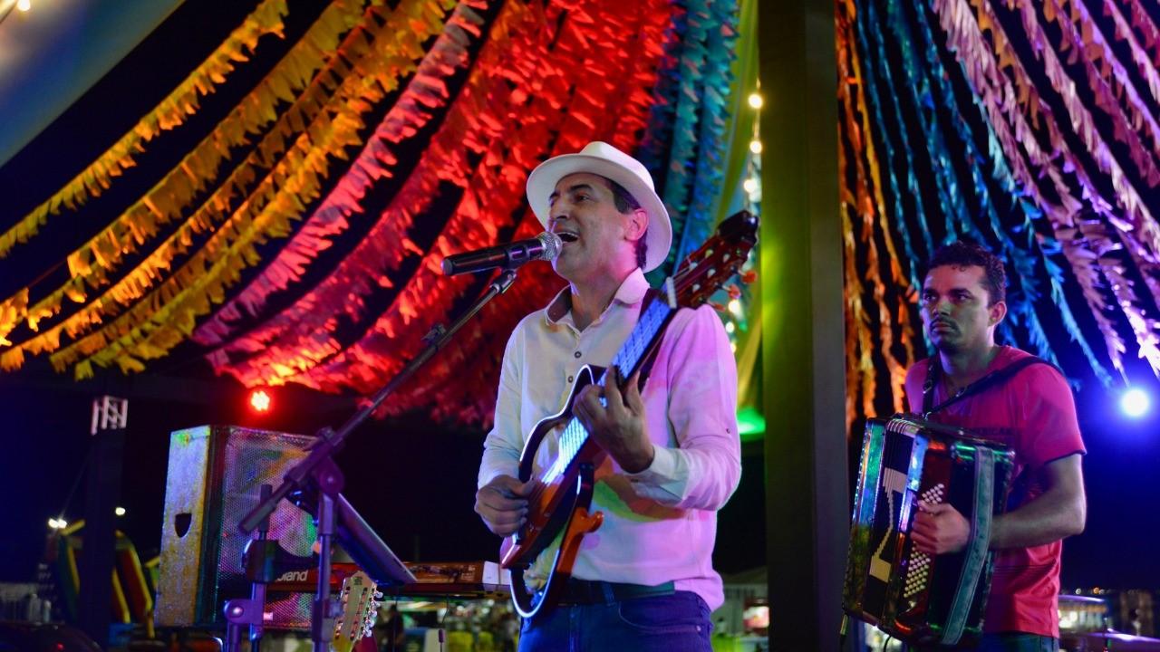 Música regional embalou palmenses que foram ao Arraiá da Capital nesta quinta-feira, 20; a atração desta sexta, 21, é a banda Companhia do Calypso