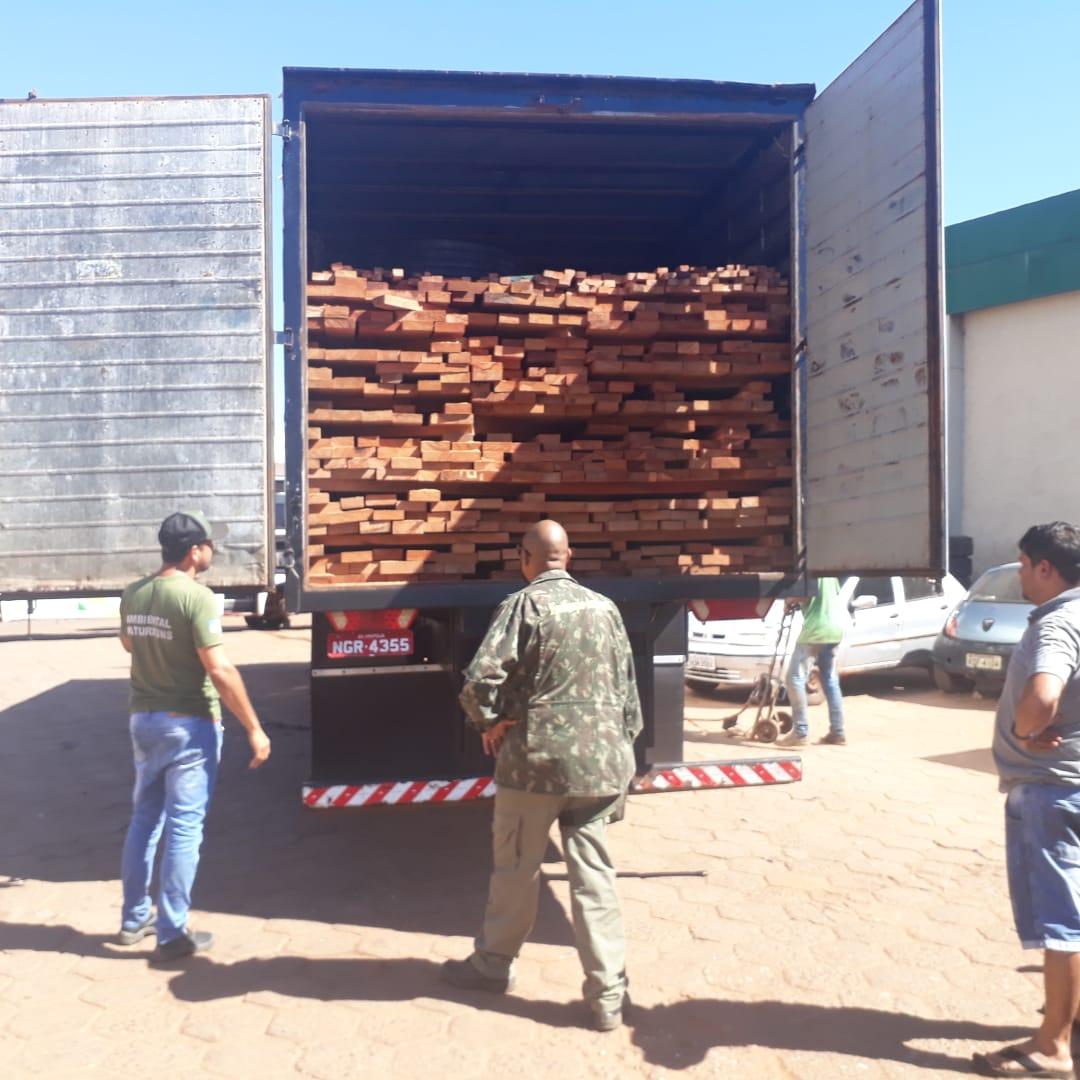 Fiscalização apreende caminhão com madeira irregular em Paraíso (TO)