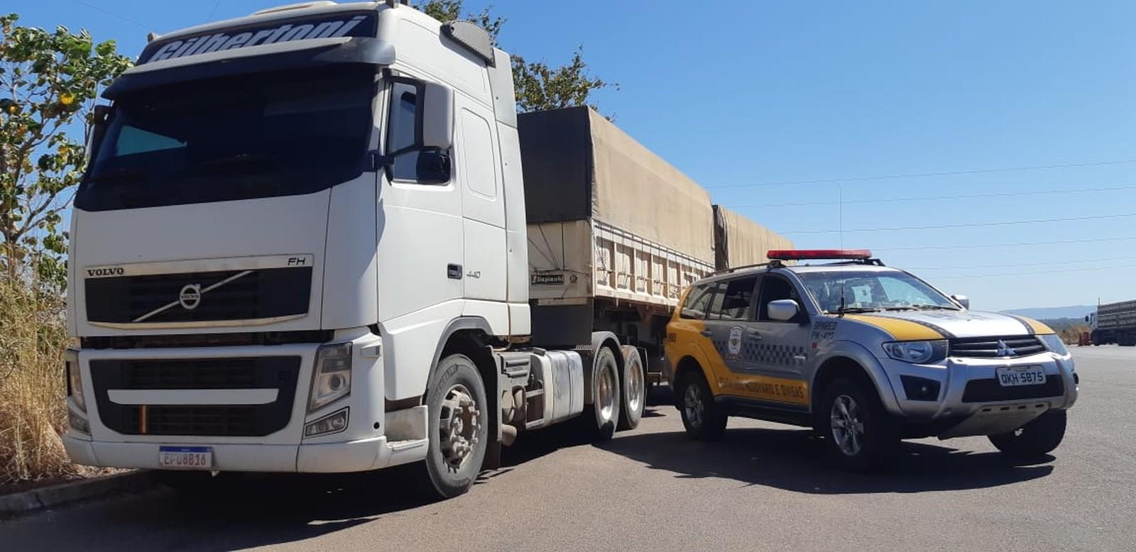 Polícia Militar recupera caminhão avaliado em mais de R$ 400 mil após verificar adulteração