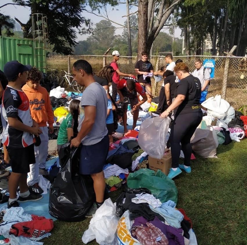 Jacareí Rugby coleta mais de 7,5 mil peças em ações para a Campanha do Agasalho