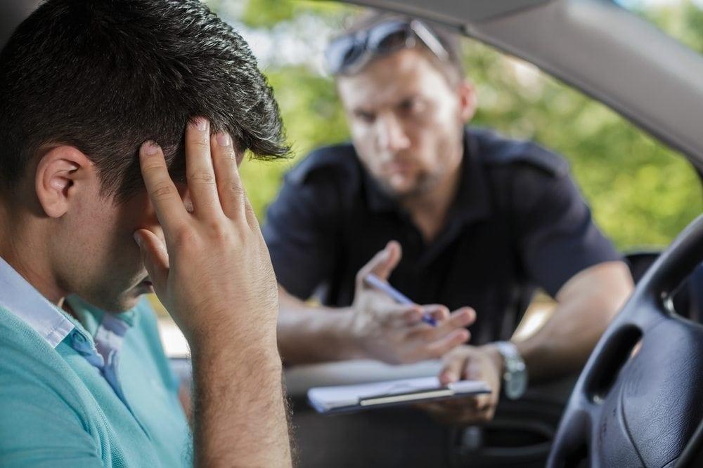 Falsa indicação de condutor é crime? Quais são as consequências para quem faz isso?
