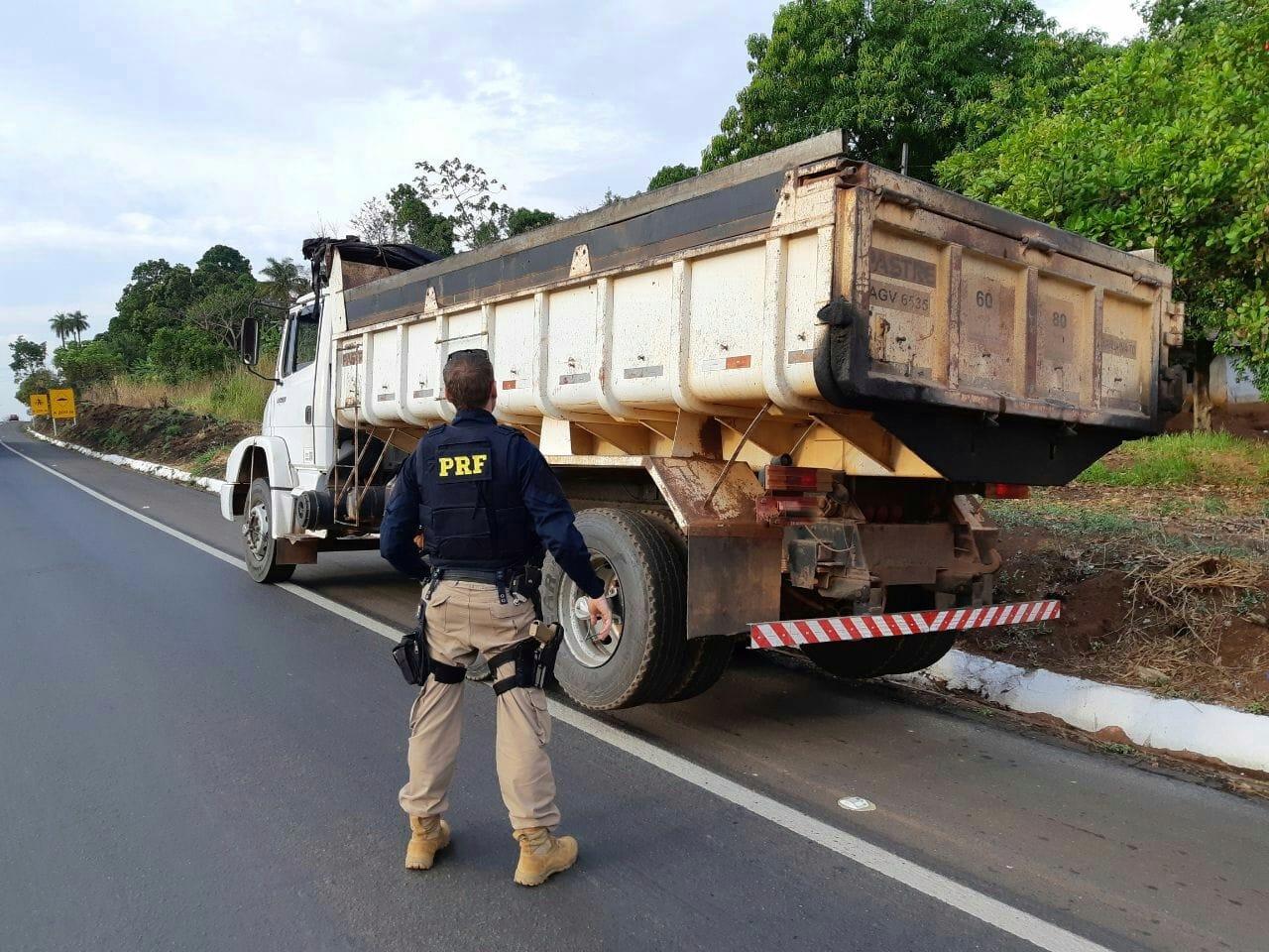 PRF prende motorista profissional dirigindo embriagado na BR-153