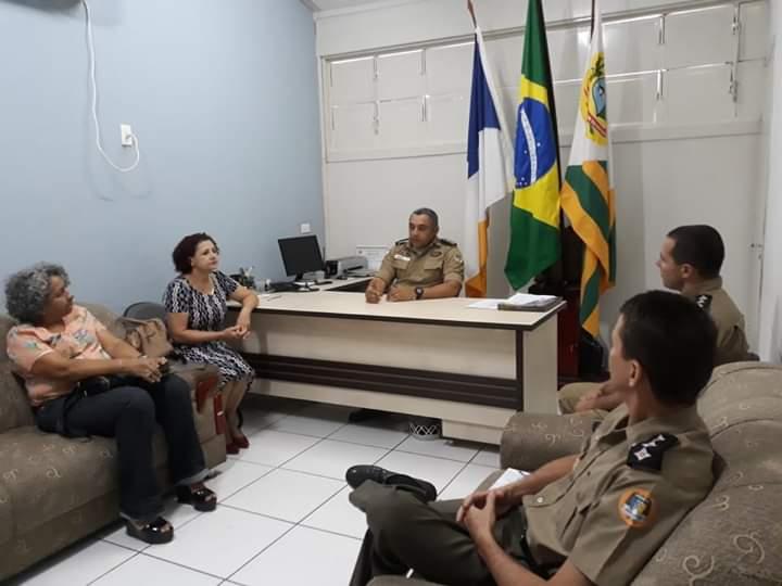 SEMEC e 8º BPM discutem organização de eventos cívicos em Paraíso