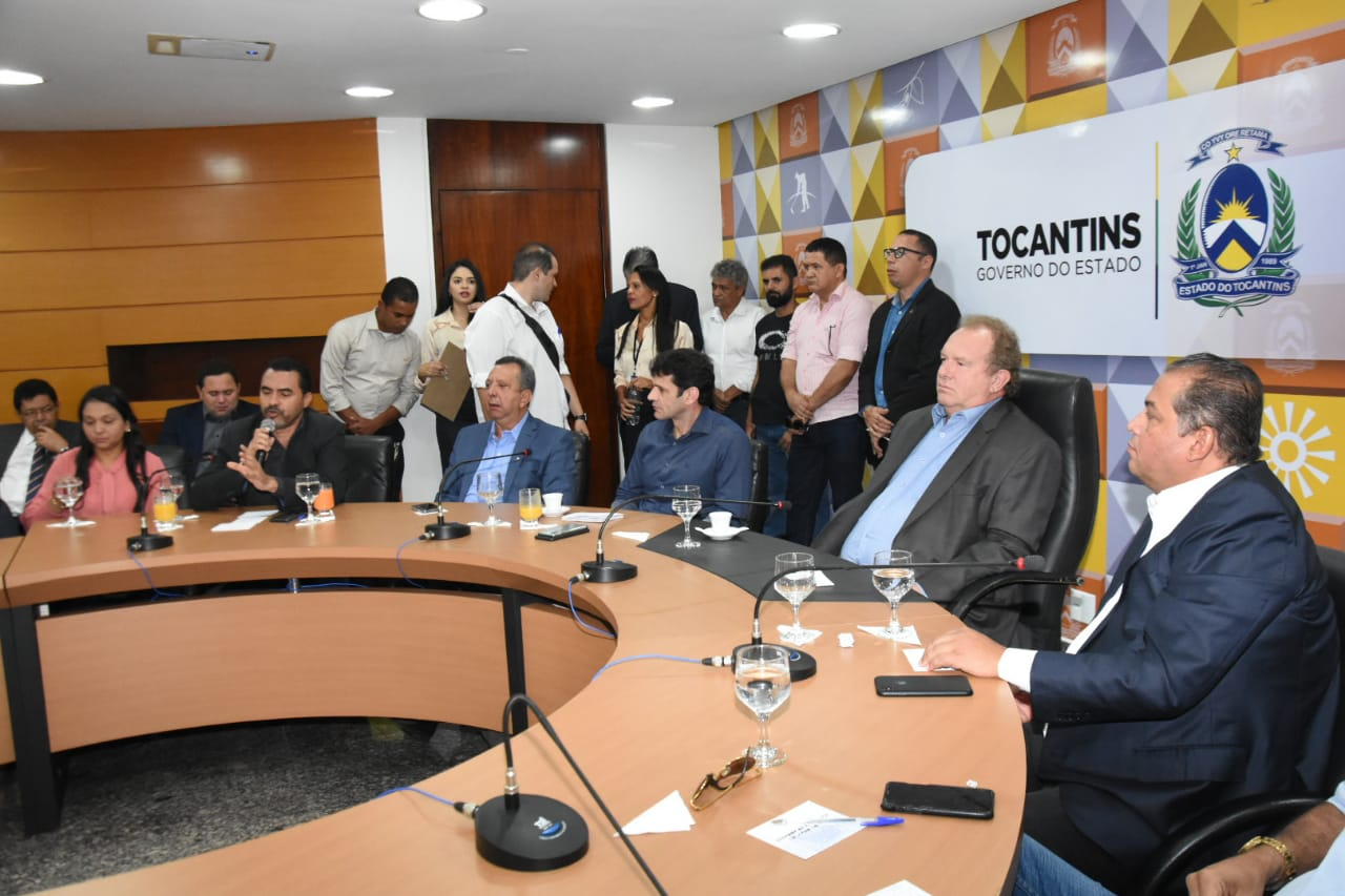 Senador garante ao Vice-governador do Tocantins recursos para construção de Centro do Convenções em Taquaruçu