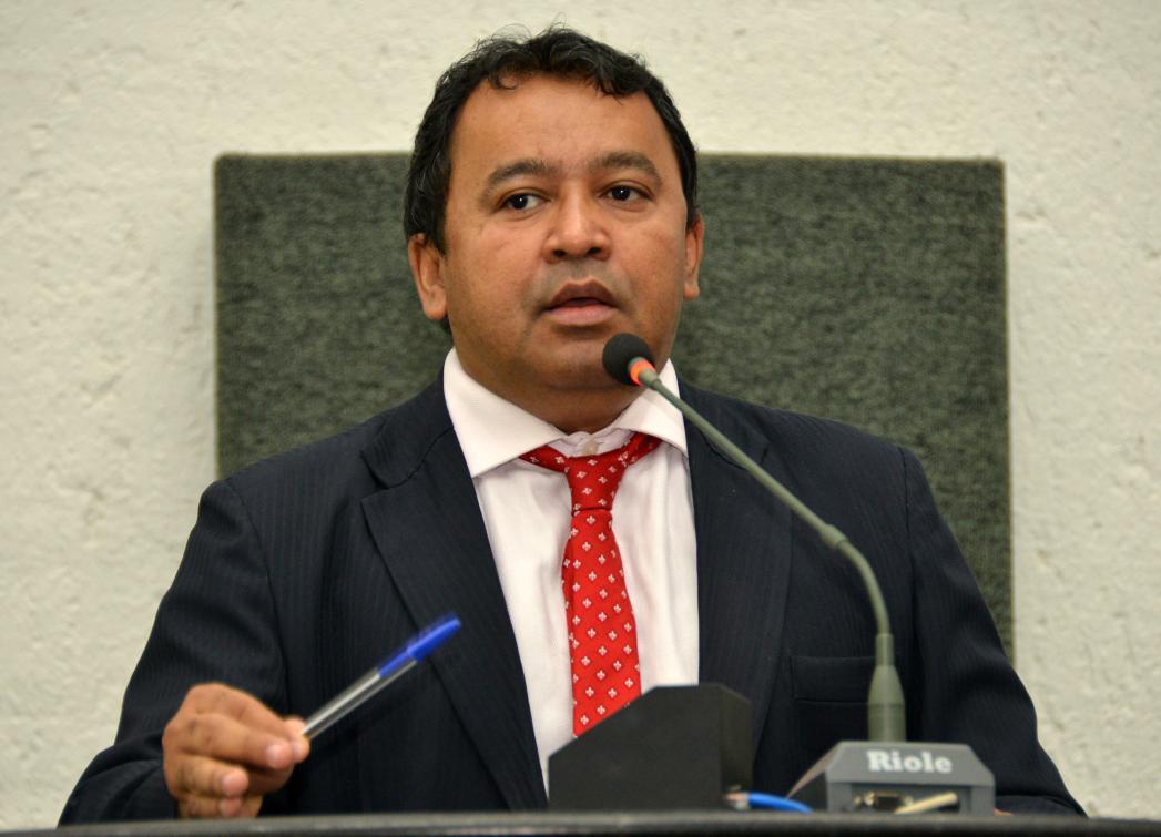 Deputados requerem ao Governo obras de recuperação asfáltica