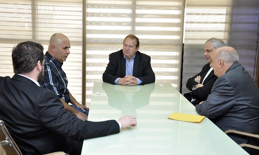Em audiência com o governador Mauro Carlesse, empresários manifestam interesse em implantar usina hidrelétrica no estado