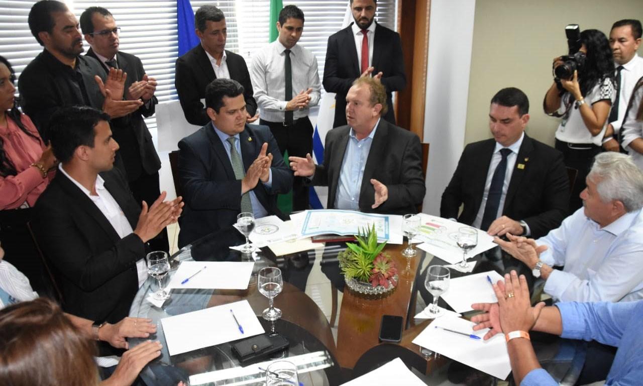 Em reunião com o governador Mauro Carlesse, Presidente do Senado promete defender demandas do Tocantins