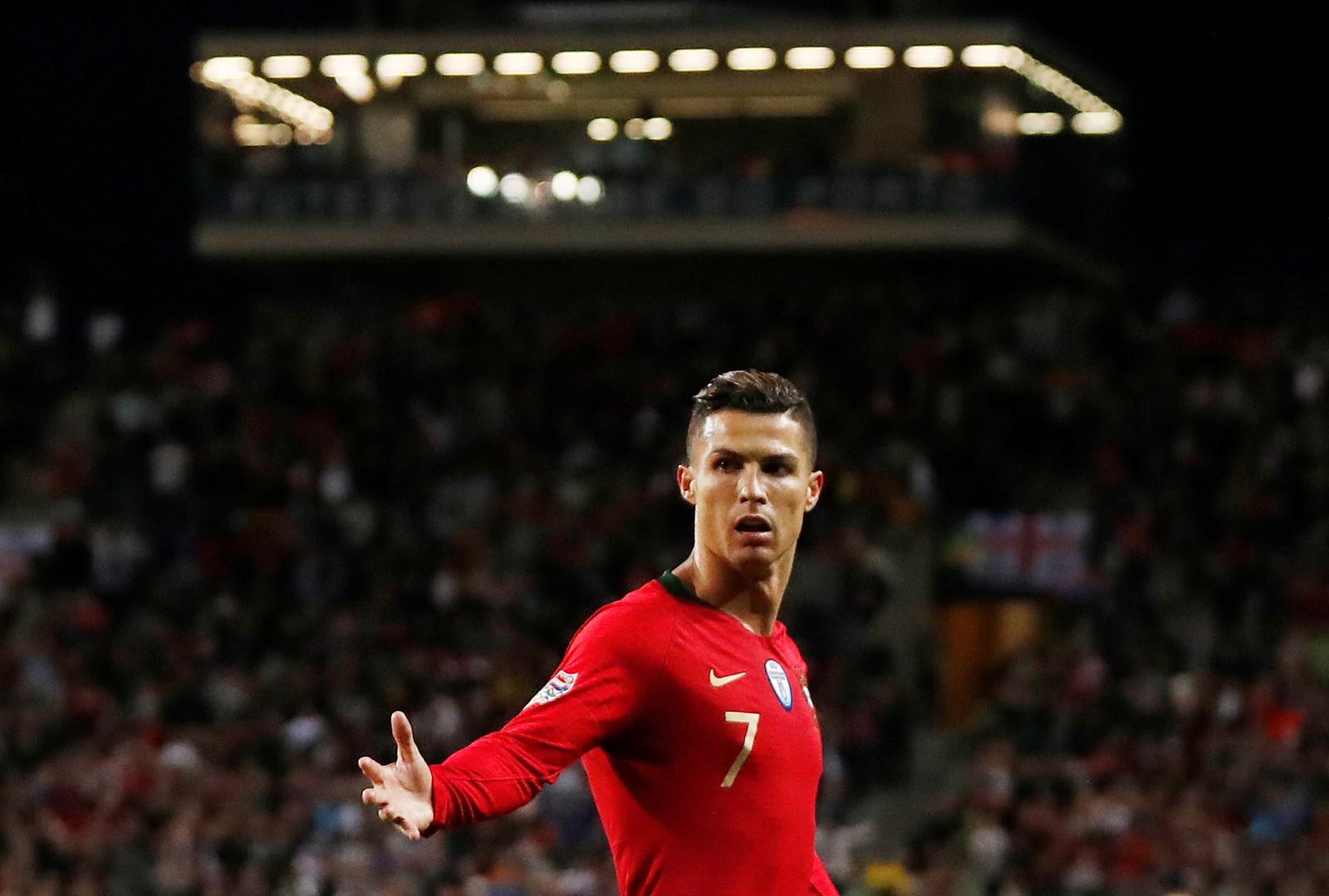"""Cristiano Ronaldo, após gol de número 700: """"Eu não busco os recordes, eles é que vêm a mim"""""""