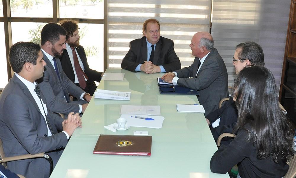 Mauro Carlesse e presidente do Tribunal de Justiça discutem projeto de implantação de audiências criminais telepresenciais