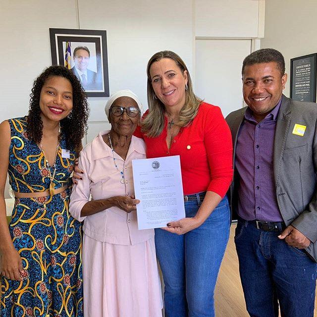 Deputada federal Dulce Miranda recebe pedido de apoio para construção da sede da Comunidade Quilombola Dona Juscelina