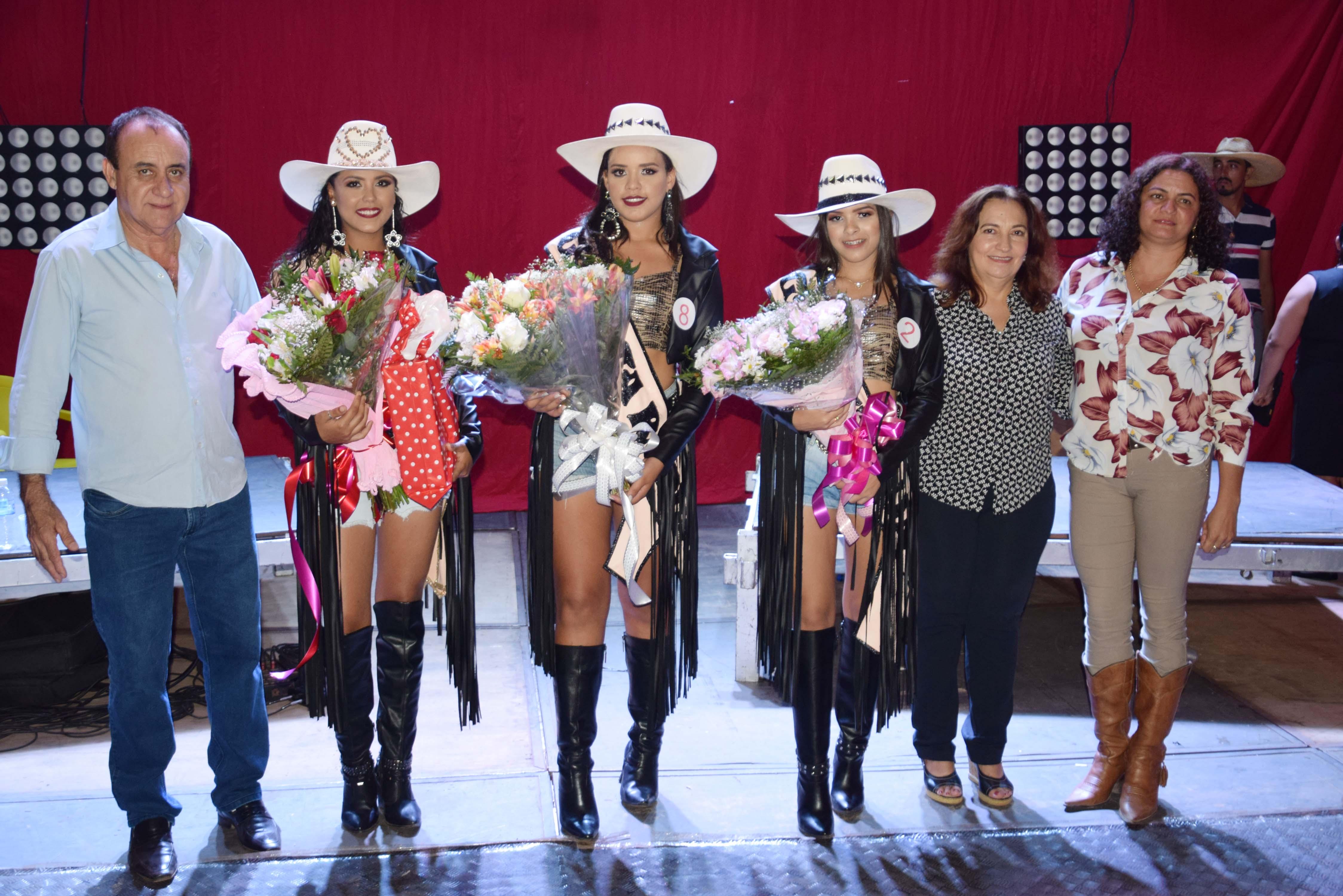 Monte Santo elege garotas da Festa do Peão e encerra primeira noite com show de Mayk Brasil