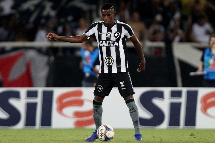 Marcelo deve seguir na zaga do Botafogo contra São Paulo