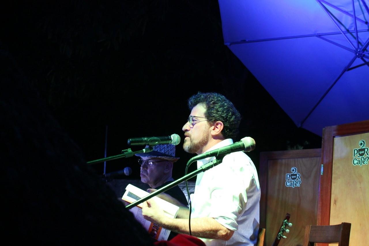 """Paulo Albuquerque lança livro """"Cantos em Si – identidade Tocantinense"""" no Simpósio Regional de Linguística da UnirG"""
