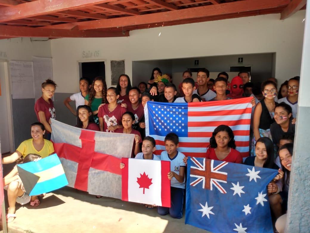 I Feira de Inglês movimentou os alunos de Monte Santo