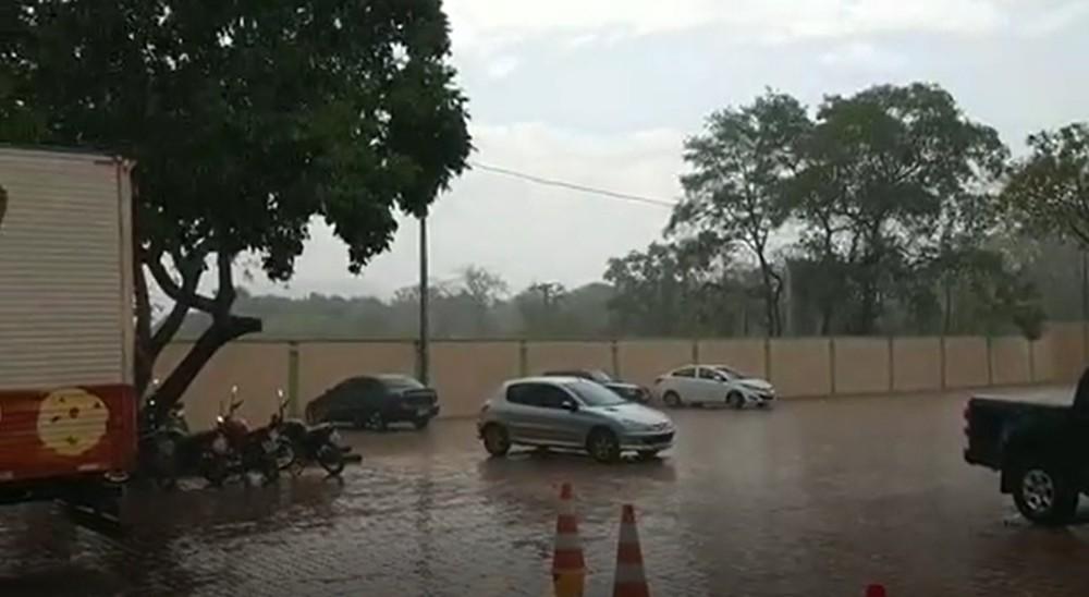 Palmas volta a registrar chuva após 120 dias de estiagem