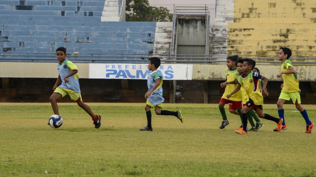 Crianças do projeto Visita ao Estádio se emocionam ao jogar no Nilton Santos pela primeira vez
