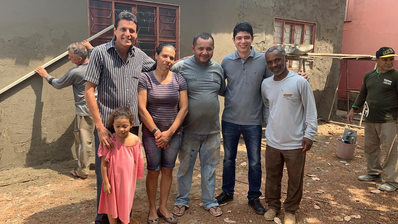 Deputado Nilton Franco e prefeito interino Celso Morais acompanham mutirão solidário do vereador Marcílio em Paraíso