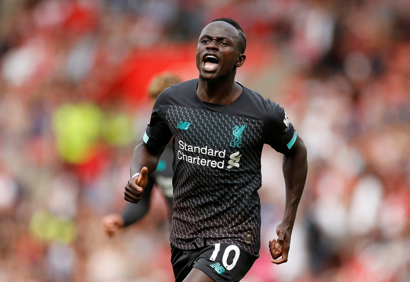 "Destaque do Liverpool, Mané mostra humildade: ""Prefiro construir escolas e dar comida aos pobres"""