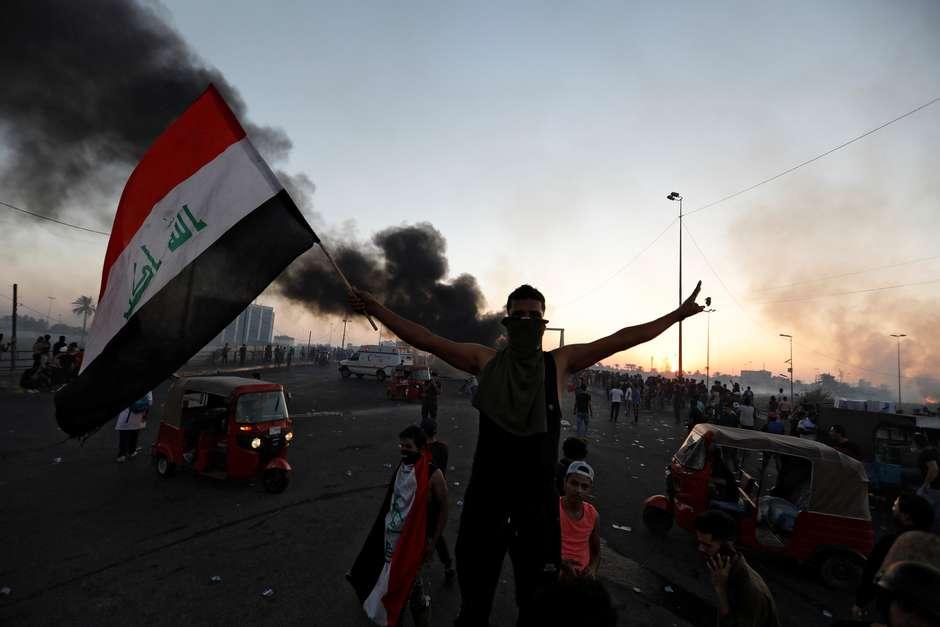 Pelo menos 100 pessoas morrem em protestos no Iraque