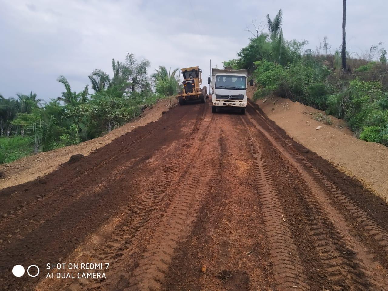 Prefeito de Miracema, Saulo Milhomem, acompanha recuperação de estradas no Assentamento Olho D'água