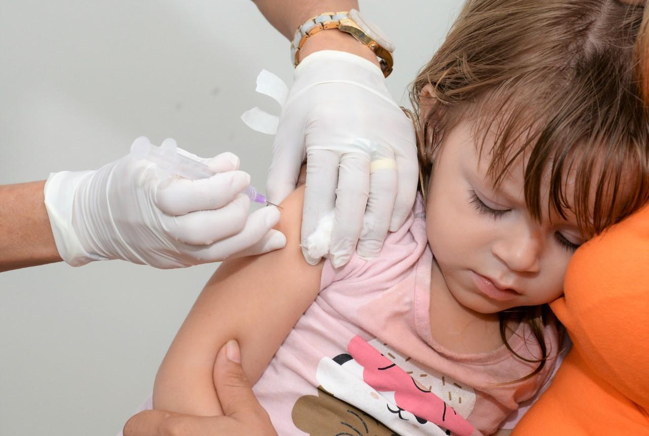 Dia D de vacinação contra o sarampo acontece neste sábado, 19, para crianças de 6 meses a menores de 5 anos