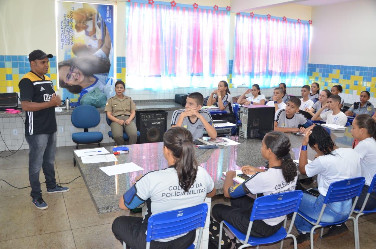 Repórteres da Secom de Porto Nacional ministram workshop de mídias para alunos do Colégio da Policia Militar