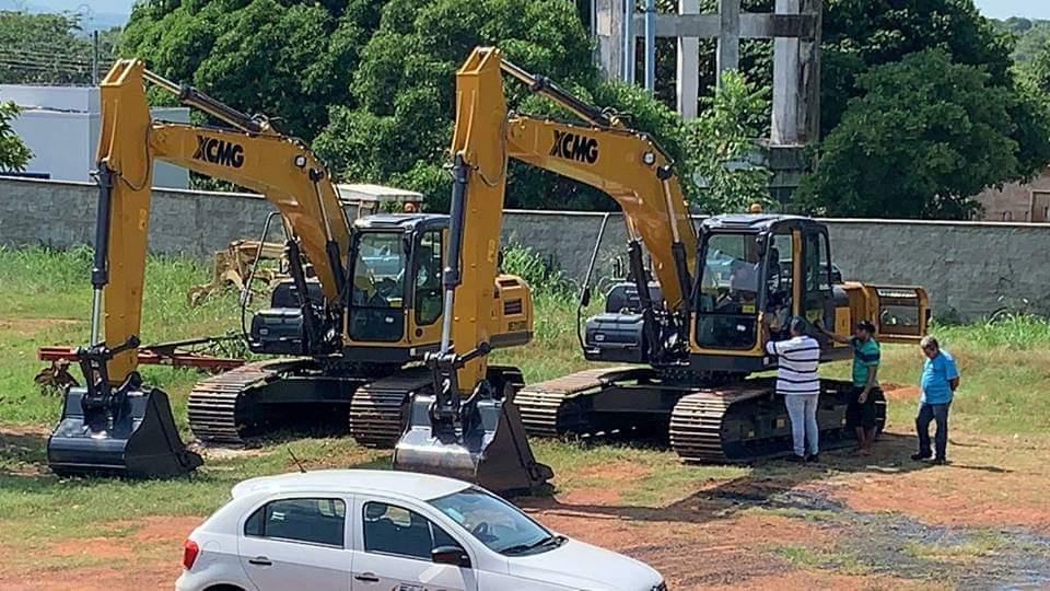 Prefeito de Fátima e senadora Kátia Abreu comemoram chegada de máquinas para pavimentação asfáltica