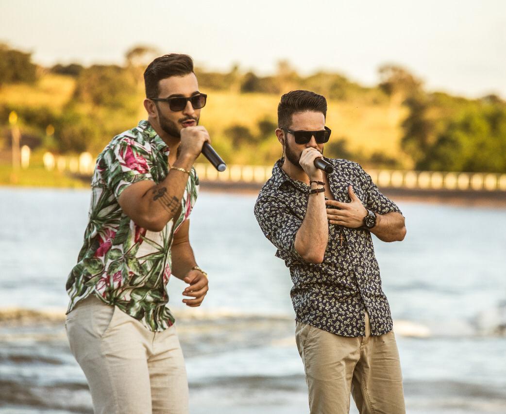 Dupla Manu e Rafael ultrapassa grandes nomes da música brasileira e viram hit na região Sul
