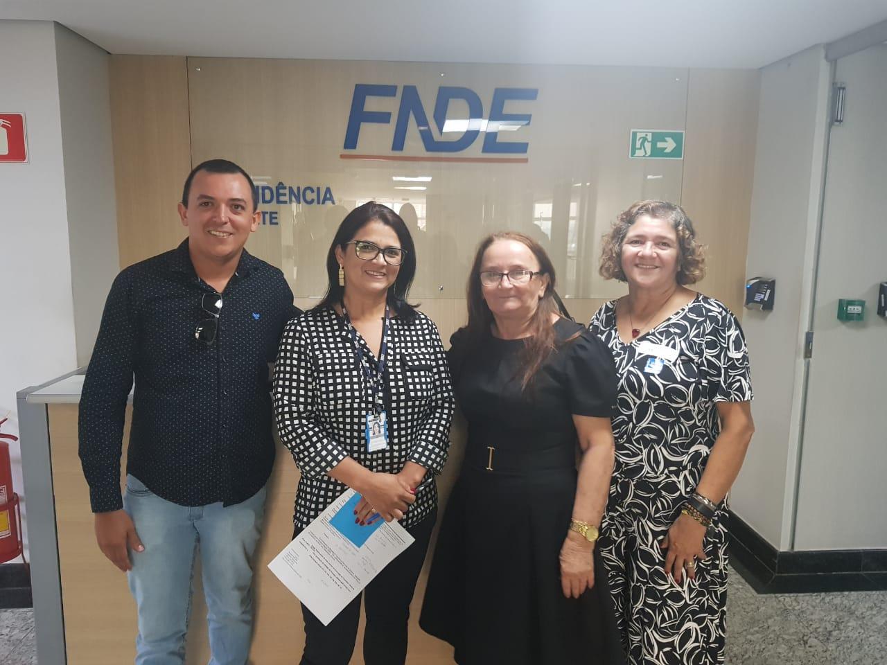 Secretário de Educação e prefeita de Chapada de Areia vão a Brasília para resolver irregularidades deixadas por ex-gestor municipal