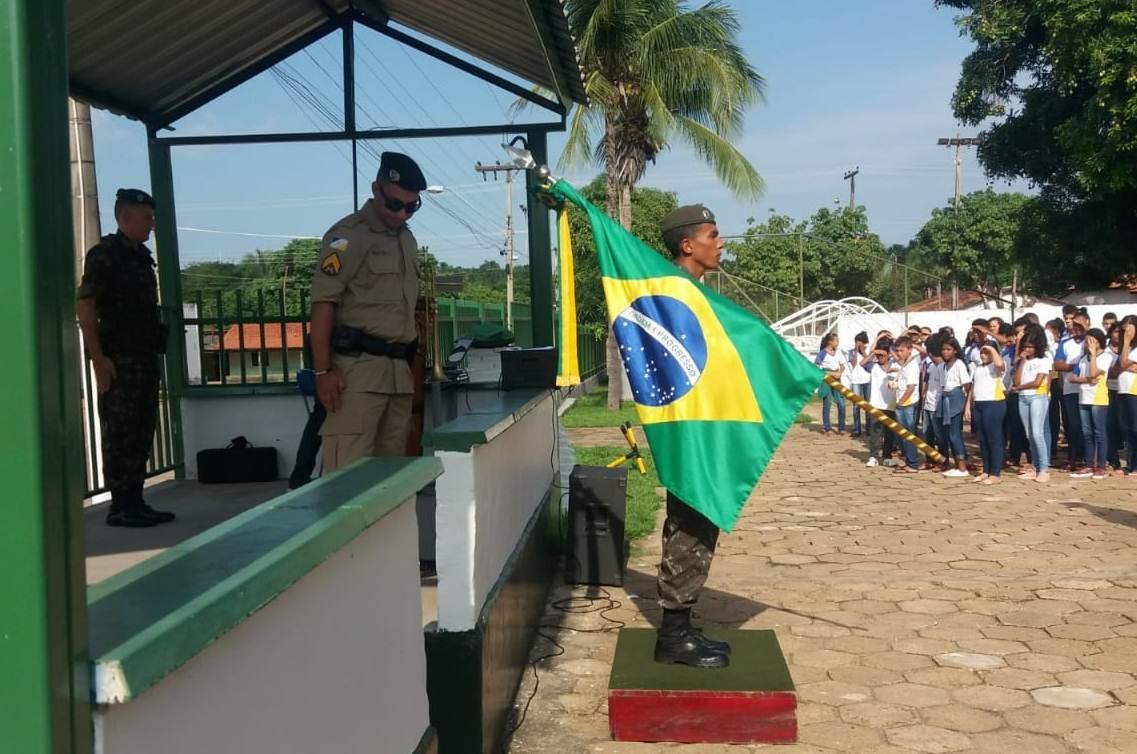 Prefeitura de Miracema participa de ato cívico em comemoração do dia da Bandeira