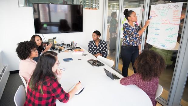 Evento discute os benefícios da participação feminina nos cargos de liderança das empresas