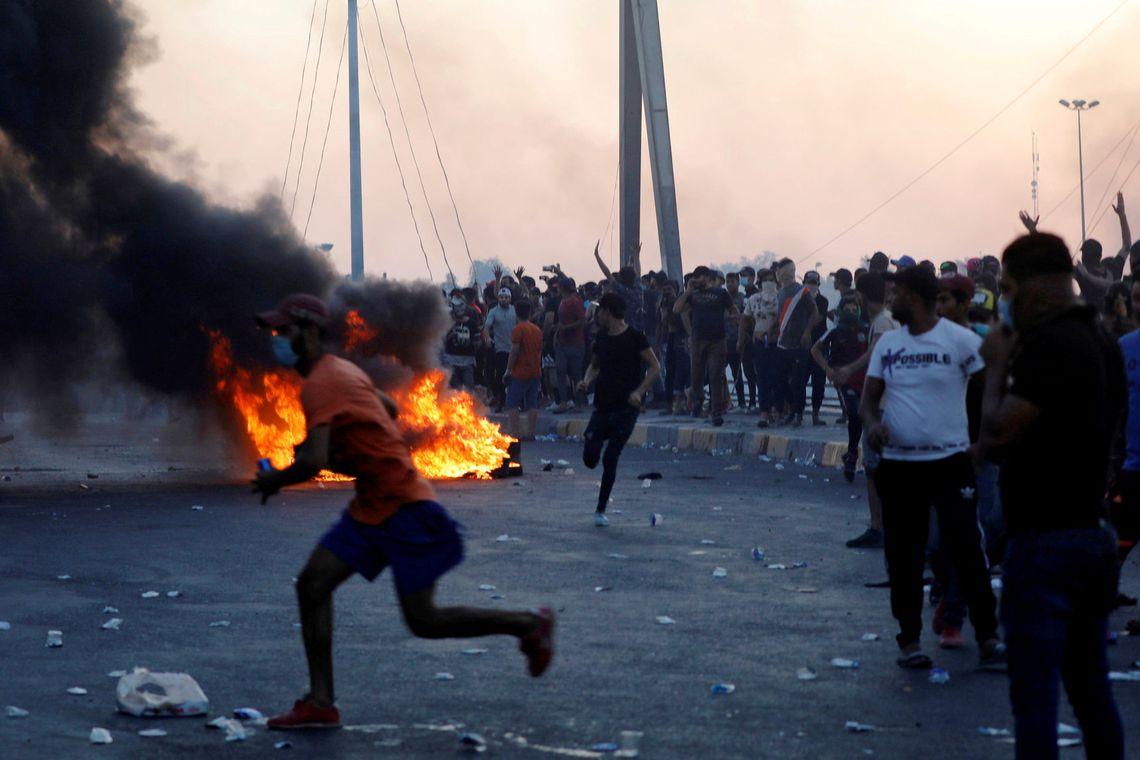 Protestos contra o governo deixam mais de 300 mortos no Iraque