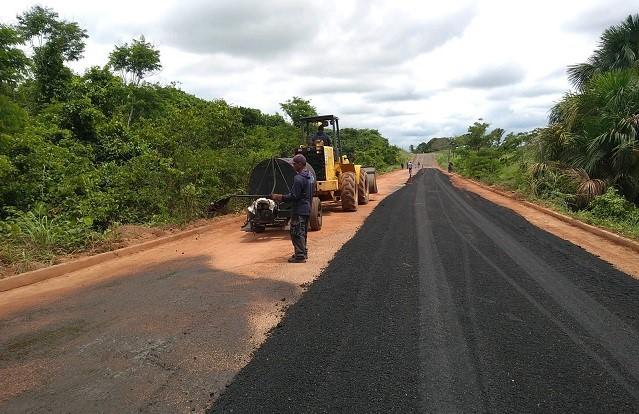 Governo inicia recapeamento na TO-416 entre Santa Fé do Araguaia e povoado Cocalinho