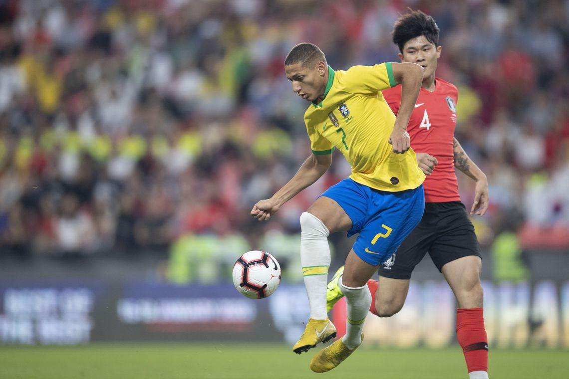 Brasil vence Coreia do Sul em último jogo do ano da Seleção