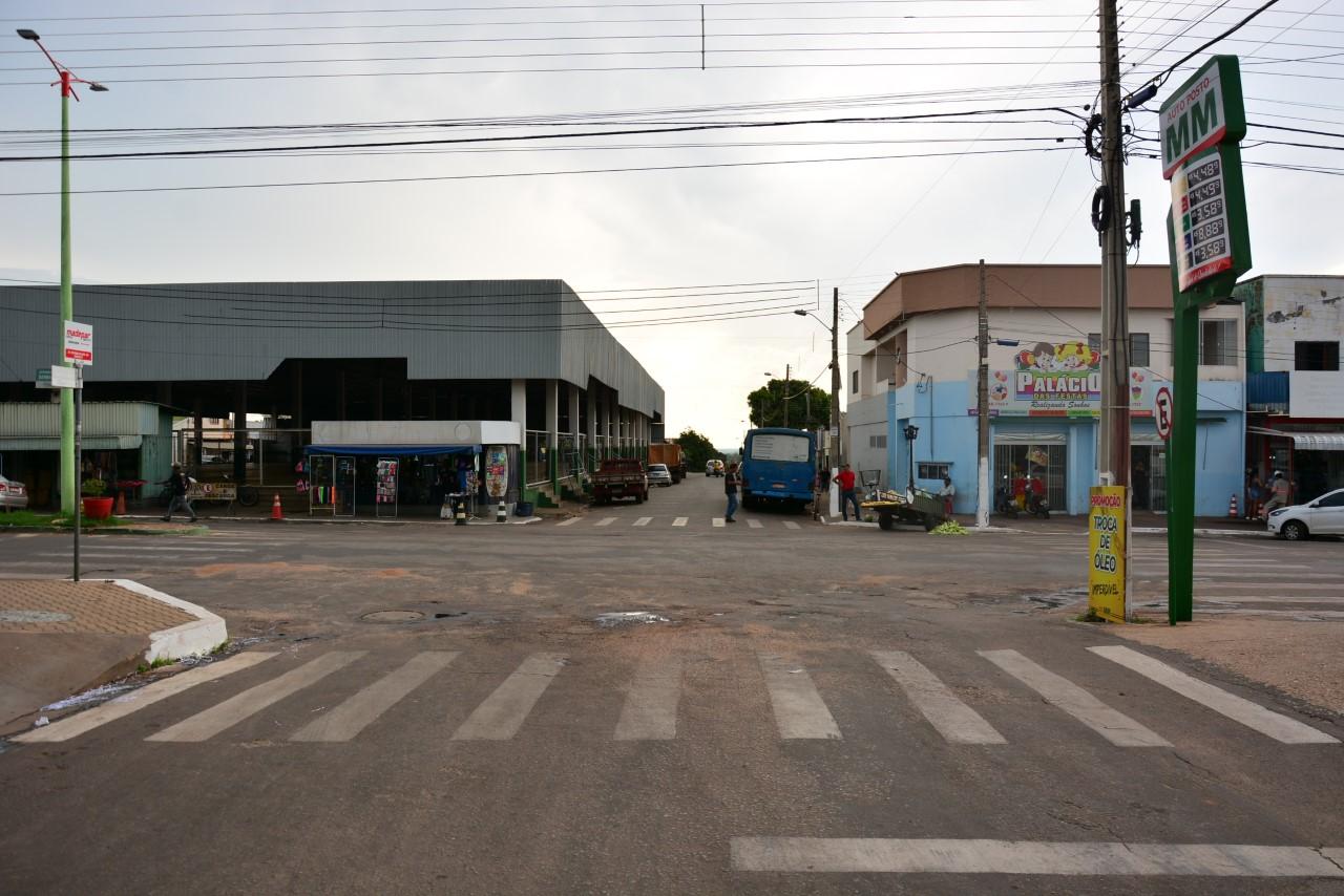 Prefeitura de Paraíso alerta motoristas sobre novos semáforos instalados próximos à Feira Coberta